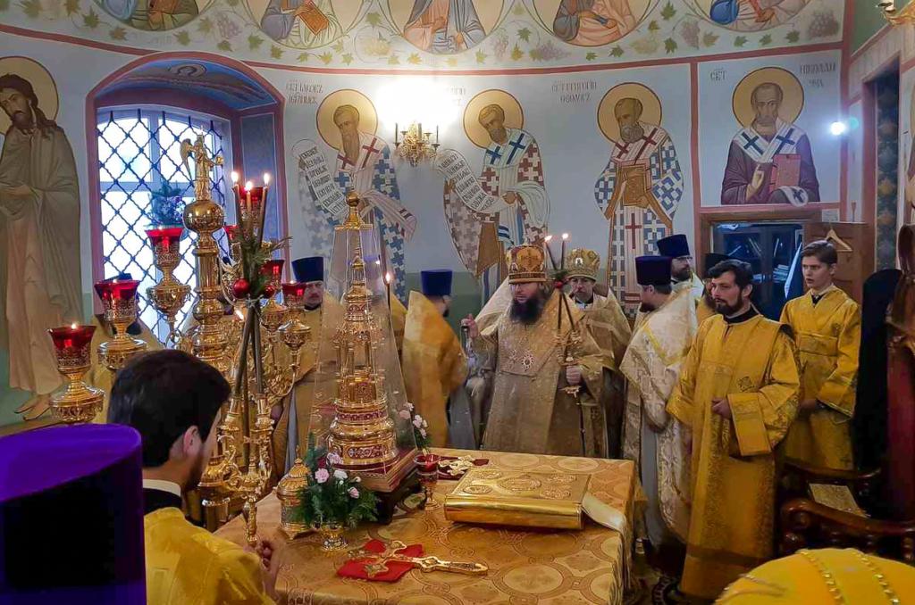 Божественная литургия в Преображенском соборе города Рославля. Поздравление епископа Мелетия с Рождеством Христовым