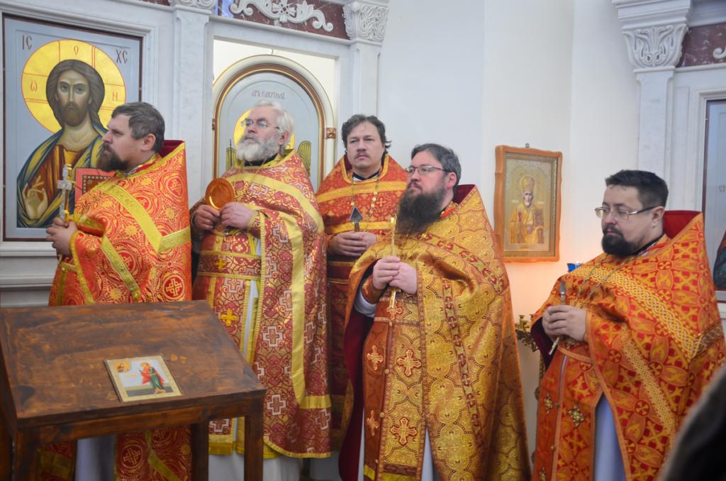 Соборное богослужение в престольный праздник храма в честь мученика Вонифатия деревни Лосня