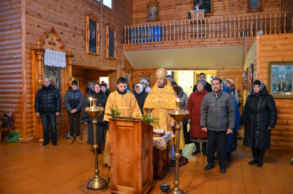 В канун Рождества Христова в Хиславичах отслужена Божественная литургия