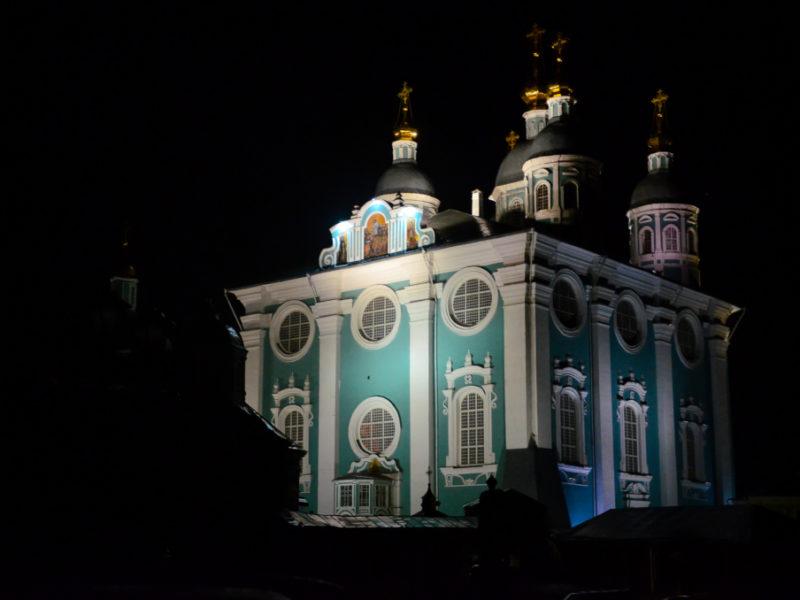 Ночная Божественная литургия праздника Одигитрии в Свято-Успенском соборе города Смоленска